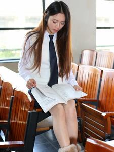 清纯校服美女甜美迷人写真