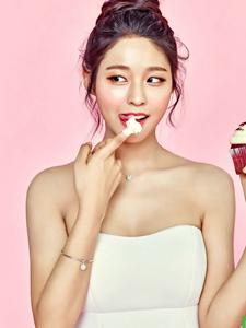 韩国女团AOA成员金雪炫甜美写真