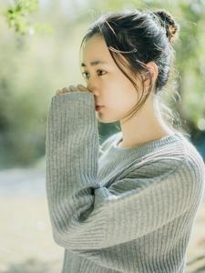 丸子头少女的秋日写真