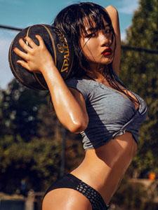 火辣辣的篮球宝贝晓静写真