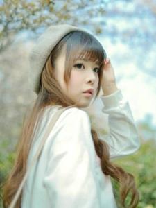清纯美女樱花树下唯美写真