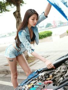 长腿美女变身汽车修理工妖艳性感