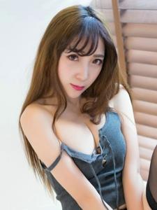 性感美女黄歆苑私房情趣黑丝美乳诱人