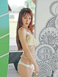 推女神嫩模Cheryl青树户外性感比基尼写真