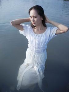 温柔如水的清纯少女