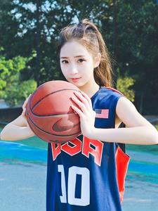 运动女生篮球写真魅力十足