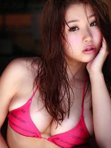 美胸女神西田麻衣红色欲望诱惑写真