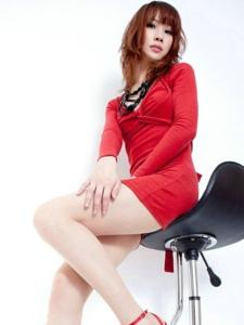 白皙高挑性感美女私房美腿写真
