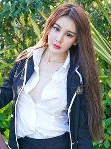 气质女神Cheryl青树公园小清新制服写真