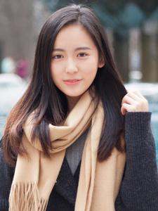 冬日清纯美女大学生靓丽写真甜美可人