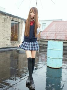 日本jk制服少女白皙美腿过膝袜屋顶写真
