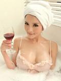 极品美女浴室品酒私拍