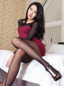 性感撩人的黑丝袜气质小妹Jill私房美腿诱惑