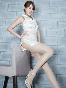 旗袍美女Miso高挑美腿与优雅迷人的白皙肤色