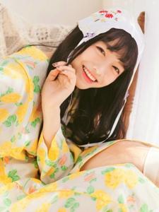 清新黄调可爱妹子私房甜美笑容