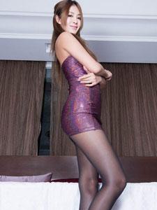美女紧身裙长腿丝袜写真诱惑