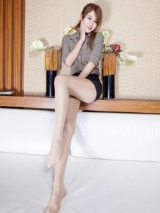 气质美女Miso亮光丝袜写真图片