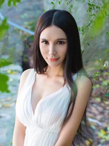 小清新美女顾欣怡性感连衣裙写真