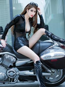 摩托车美女陆瓷超性感魅惑写真