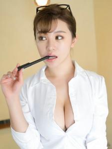 成熟美女刘娅希白领制服黑丝爆乳撩逗