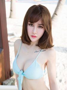 漂亮美眉Cheryl青树酥胸迷人沙滩写真