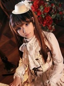 甜美白皙的双马尾萝莉少女清新制服装扮可爱动人