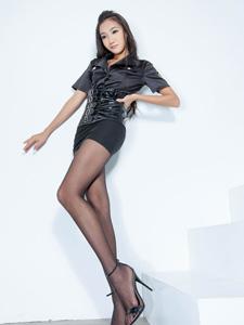 Tina黑丝美腿迷人性感写真