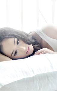美女床上性感写真 演绎白色诱惑