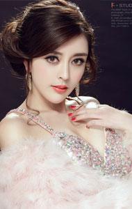 气质优雅的性感美女 白色盛装上阵极致迷人