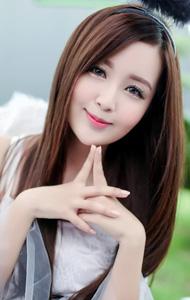 甜蜜女孩写真图片 白色纱裙飘逸浪漫