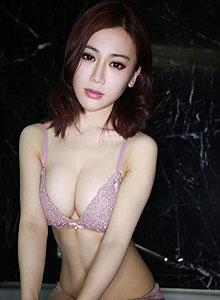 性感模特浴室诱惑写真