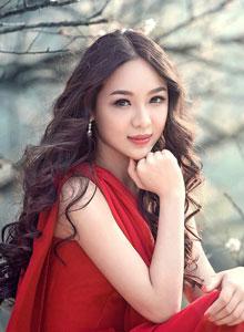 红衣长发美女野外性感写真集