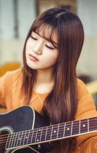 提琴少女清纯照 闭眼聆听绝美音乐