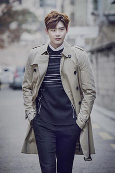 韩国男演员李钟硕最新杂志摄影写真大片