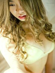 狂野小妞卡普丰满巨乳性感写真 丰满的乳房图片