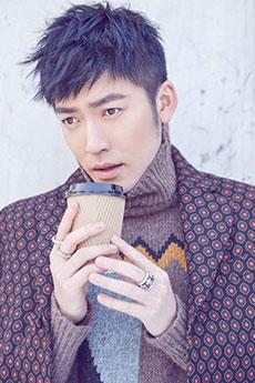 帅气迷人的韩版西装帅哥张博早春图片欣赏