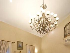 米色美式客厅吊顶设计欣赏