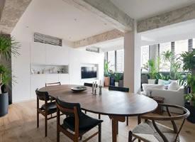 111.5平方米公寓设计与整个公寓温暖的橡木和黄铜色调相辅相成