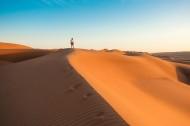 蓝天下的沙漠图片(8张)