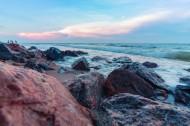 经历风浪的海边礁石图片(14张)