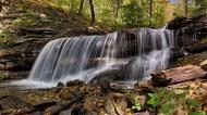 山涧中的瀑布图片(12张)
