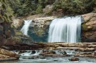 山里的小瀑布图片(11张)