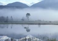朦胧湖面倒影图片(22张)