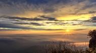 山顶的云海图片(8张)