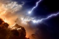 云层下的闪电风景图片(15张)