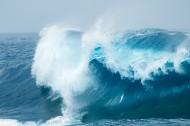 大海上的巨浪图片(15张)