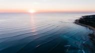 泛着波纹的平静海面图片(11张)