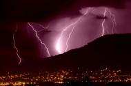 电闪雷鸣的夜空景象图片(9张)
